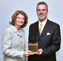 Murkowski receives GEO Champion Award