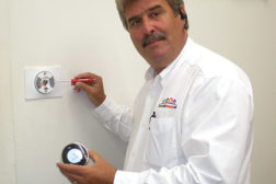 Ed Carr, business solutions and development strategist with HouseCallCompany.com, Portsmouth, Va., demonstrates how to take apart a Nest thermostat. (Photo courtesy of Ed Carr/HouseCallCompany.com)