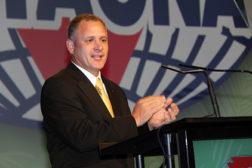SMACNA's new president, Randy Novak, gives his acceptance. (Photo courtesy of SMACNA)