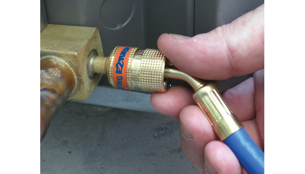Uniweld Products Inc. demonstrated its EZ Turn Anti-Blowback fitting.