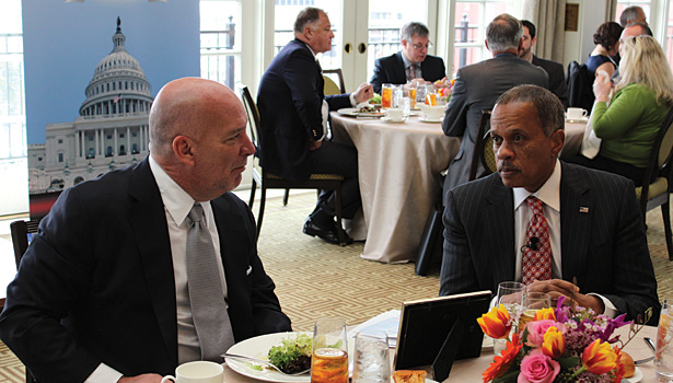 AHRI chairman Bob McDonough (left) talks with Juan Williams during lunch. (Photo courtesy of AHRI)