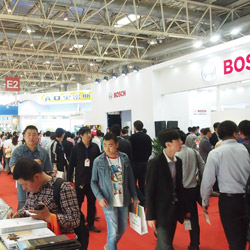 China Trade Show Draws Record Crowd