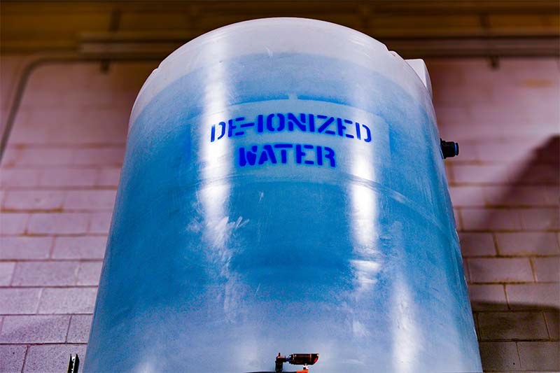 De-Ionized water container.